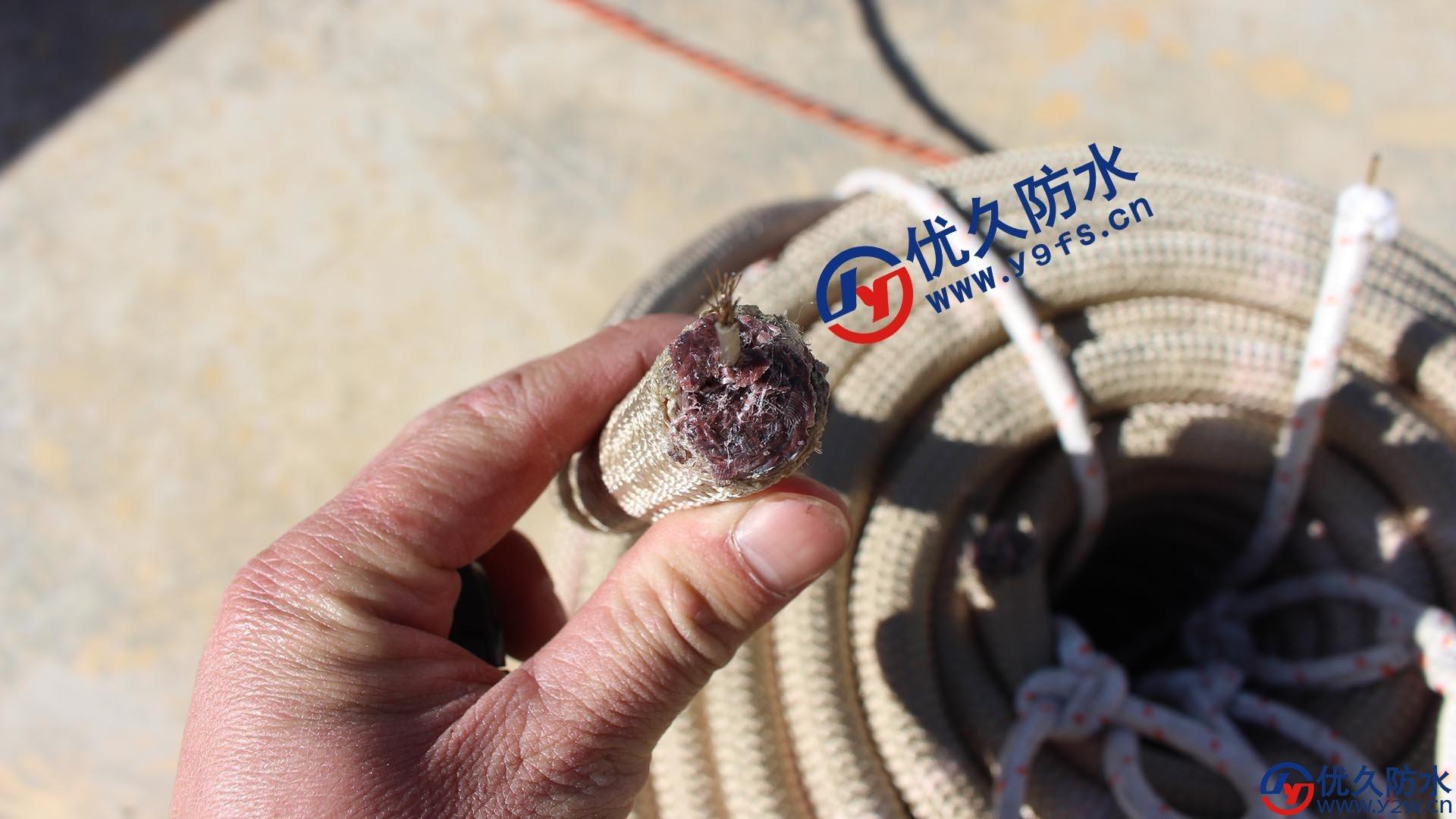 安全绳必须是锦纶绳,且必须满足直径1.8厘米以上